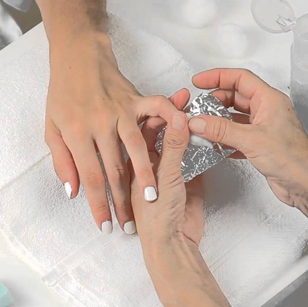 Como aplicar remover de esmalte